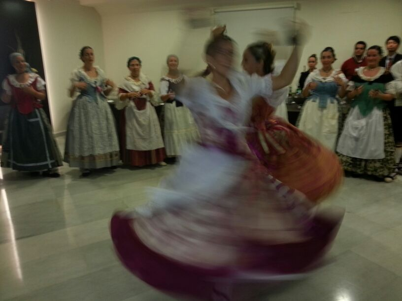 "Traditional valencian dances by ""Danses d´Albalat"""
